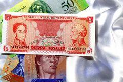 委内瑞拉如何将无用的钞票变成黄金