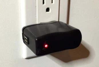 这款USB壁式充电器秘密记录附近微软无线键盘的击键