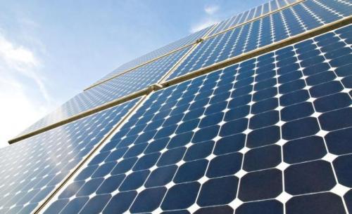 捕获热量浪费在太阳能电池板中 用于蒸馏干净的饮用水