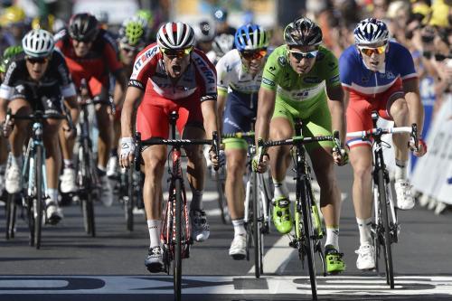 环法自行车赛通过视线而不是空气动力学