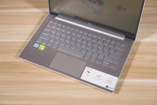adol(a豆)笔记本14四面超窄边框设计带来高达87.4%的屏占比