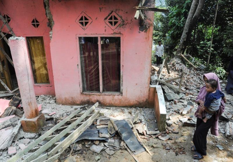 印度尼西亚发生地震导致1人死亡 4人受伤 1000多人流离失所