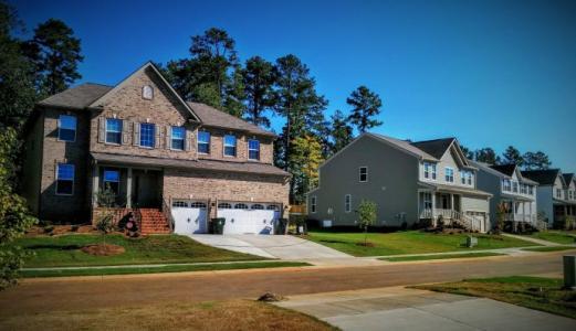 是什么推动了对现成房屋的需求