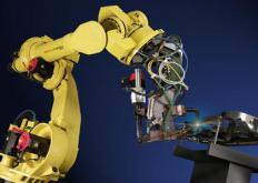 麻省理工学院高中学生组成机器人锦标赛