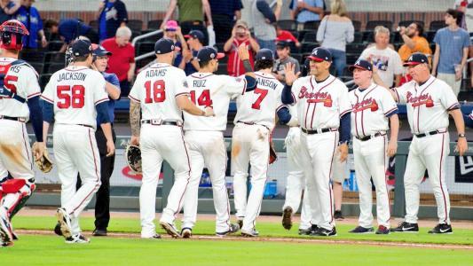 美国职业棒球大联盟的谣言 巨人队允许费城人队采访达斯蒂·贝克