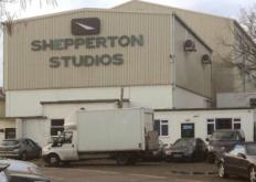 Netflix成为英国标志性电影制片厂的永久制作中心