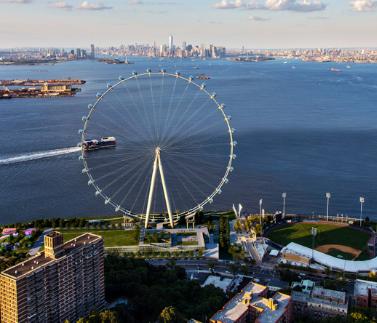 世界上最大的摩天轮将上升的北端纽约的史坦顿岛