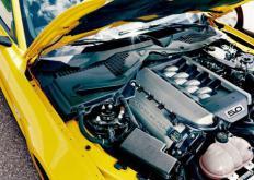 动力来自与先进ZF 8速自动变速箱相连的542bhp 5.0升增压V8