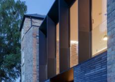 伦敦办公室DelvendahlMartinArchitects合并并扩建了牛津的一对维多利亚式半独立式房屋