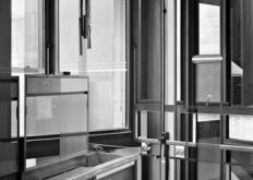 西蒙肯尼迪扭曲了废弃伦敦实验室的内部