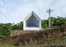 EstudioCella的小教堂独自站在阿根廷森林的中心