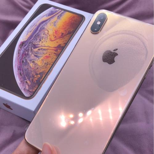 苹果公司也在考虑将其金色配色带到更新的iPhoneX和更大的同款手机
