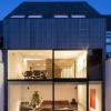 CM房屋是一栋现代露台房屋具有统一的木材外墙