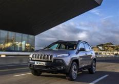 吉普汽车宣布了其在中国汽车市场上新的七座旗舰产品大指挥官的价格