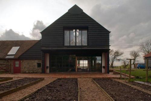翻新的日本谷仓包含KichiArchitecturalDesign的住宅和办公室