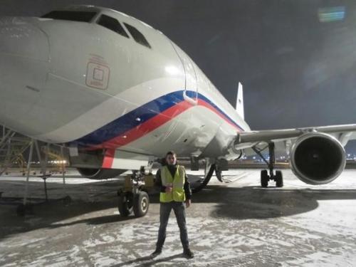 Grimshaw用折叠的金色天花板完成了圣彼得堡机场