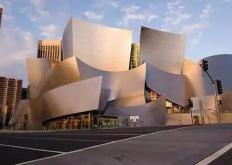 盖里在他的沃尔特迪斯尼音乐厅对面提出了新的建议