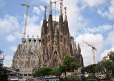 新艺术运动建筑师安东尼高迪在巴塞罗那的圣家堂大教堂的完工情况