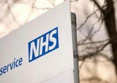 彼得萨维尔和Fergadelic设计贴纸以支持NHS