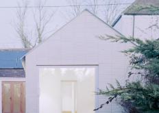 OverTheEdge是一栋带有悬臂角的简约房屋
