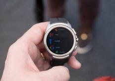 我们看到许多制造商发布了AndroidWear驱动的智能手表