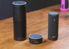 一款具有闹钟功能的触摸屏智能扬声器亚马逊EchoSpot