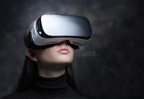 任何人对其经营活动的控制进行单方面控制VR耳机