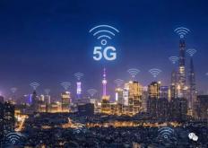 根据中国信通院预测的5G带动直接与间接经济产出规模