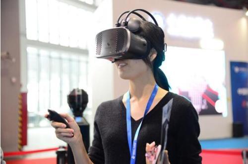 他们都通过以音乐为中心的社交平台在VR中进行表演