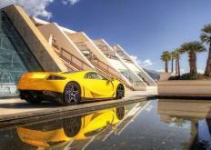 V8超级跑车达到了316mph的双向平均水平