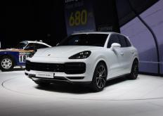 世界上最快的SUV可以进行内饰和外饰修饰