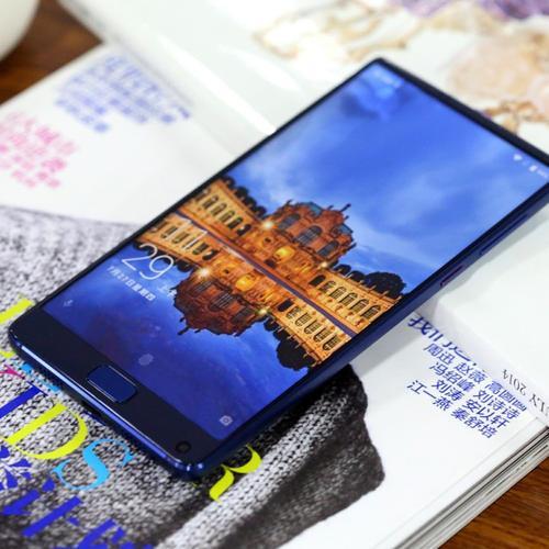 这些图像似乎显示出新的Elephone手机是的!电话
