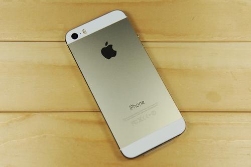 可折叠的AppleiPhone的工作显然正在获得发展