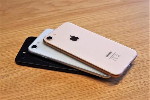 iPhoneSE在第一个完整销售季度中赢得了四分之一的销售
