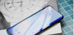 OnePlus9系列的附件显示了可连接的游戏触发器和机器人外壳