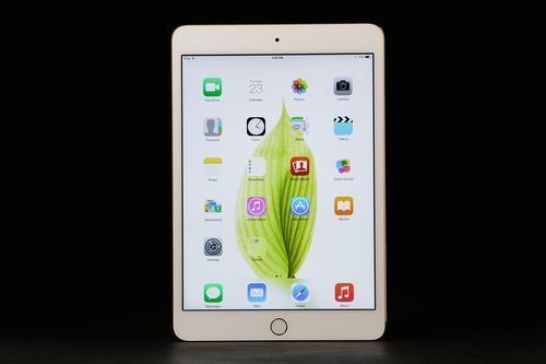 因此iPadMini2019仍具有TouchID主页按钮和粗边