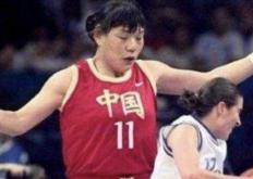 郑海霞参加了WNBA的比赛成为涉足该项赛事的第一位亚洲人