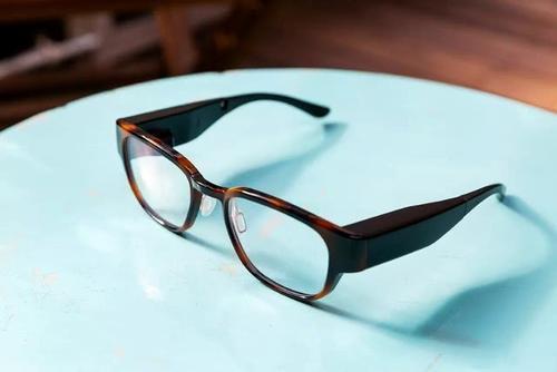 有传言表明三星和苹果也在努力将AR智能眼镜推向市场