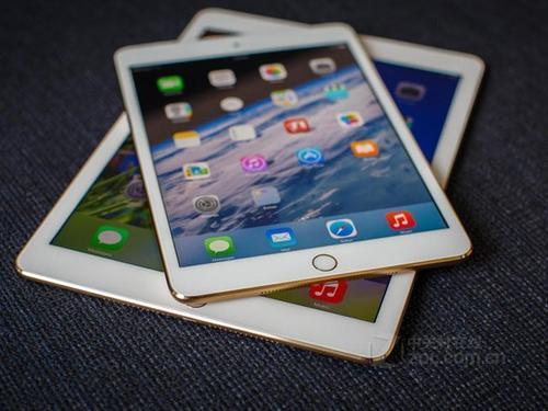 第七代AppleiPad的电池下未安装只能使用Apple键盘的智能连接器