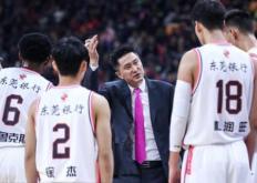 连续3个赛季蝉联常规赛冠军的广东队主帅杜锋也连续三次蝉联最佳教练