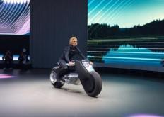 BMWMotorradVisionNext100是一款不会摔倒的概念车