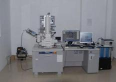 温克教授使用所谓的扫描电子显微镜或SEM设备确定卡的原子组成
