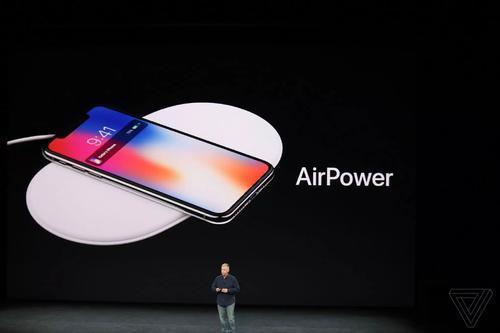 新的AirPod机壳的盒子上甚至都印有AirPower的照片