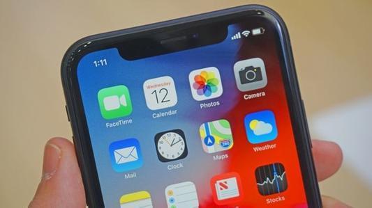 价格更便宜的iPhoneXR与其前代产品一样采用LCD面板