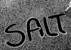 生活小知识:低盐饮食是不是健康饮食习惯 炒菜时可适量放盐但不要过度