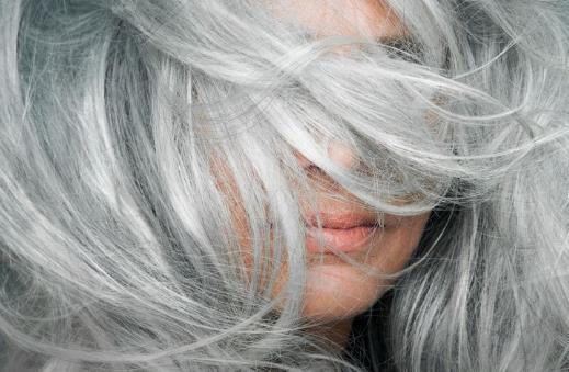 生活小知识:白发是否可以拔 学会这些有效缓解白发生长