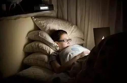 生活小知识:常熬夜会给你带来这些危害!