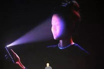 开发人员可以使用TrueDepth相机扫描用户的面部