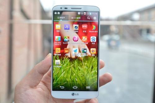 LGFolder2是一款带有SOS按钮的新型双屏翻盖手机