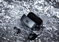 JBLLIVE300TWS提供了令人难以置信的电池寿命和声音
